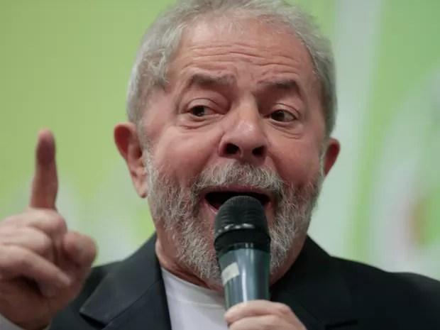 O ex-presidente Luiz Inácio Lula da Silva participa do seminário Sistema Financeiro e Sociedade em um hotel de São Paulo. Lula virou réu nesta sexta (29) acusado de tentar obstruir a Justiça entando comprar o silêncio de Nestor Cerveró