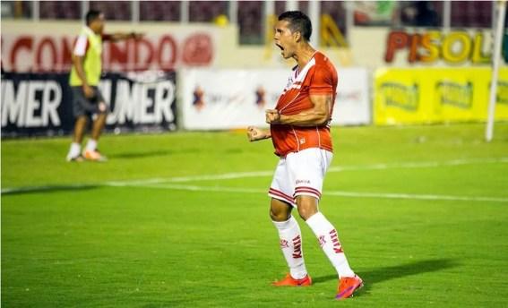 Hiago marcou oito gols nesta temporada com a camisa do Sergipe (Foto: Ricardo Espinheira)