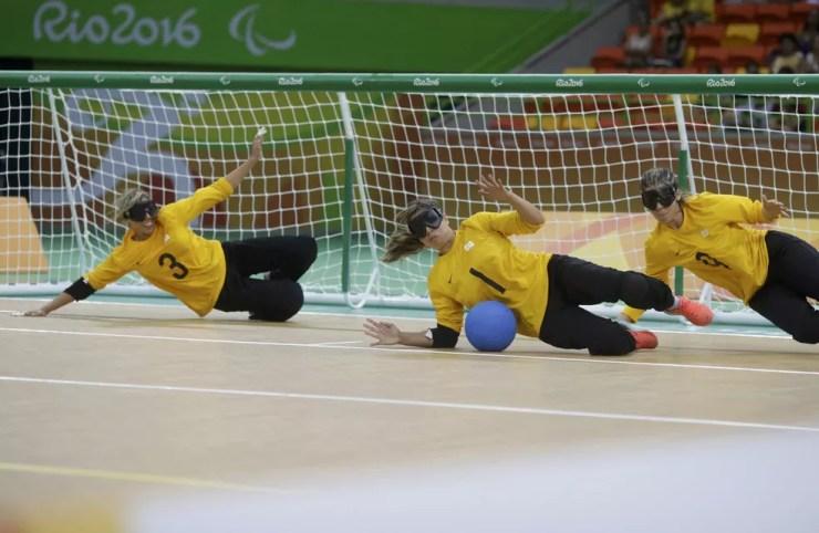 Seleção feminina de goalball tenta primeira medalha paralímpica — Foto: Ricardo Moraes / Reuters