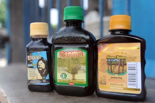 Bebidas que prometem melhorar o desempenho sexual masculino fazem sucesso na Nigéria (Foto: Pius Utomi Ekpei/AFP)