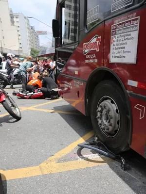 ônibus atropela ciclista Av Paulista SP (Foto: Renato S. Cerqueira/Futura Press/Estadão Conteúdo)