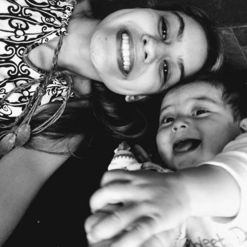 Taina de Queiroz Mendes com a filha Sofia Helena da Silva — Foto: Arquivo Pessoal/Raul Kennedy da Silva
