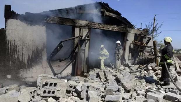 Cidades do leste ucraniano, como Novoazovsk, estão sob o bombardeio de rebeldes (Foto: AFP)