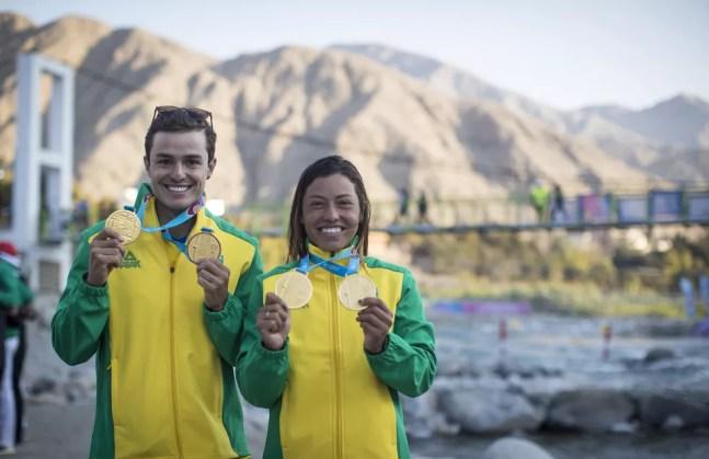Ana Sátila e Pepê Gonçalves canoagem slalom Pan de Lima ouro — Foto: Jonne Roriz/COB