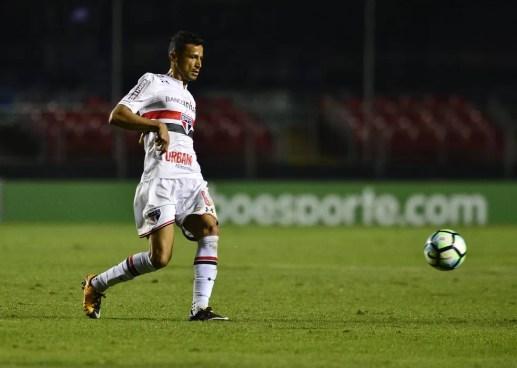 Cícero no duelo contra o Grêmio, sua última partida pelo São Paulo (Foto: Marcos Ribolli)