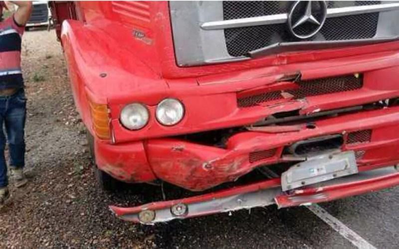 Caminhão ficou levemente danificado (Foto: Beira Rio Notícias)