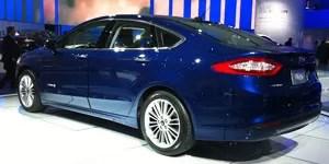 Ford Fusion Hybrid no salão (Foto: Rodrigo Mora/G1)