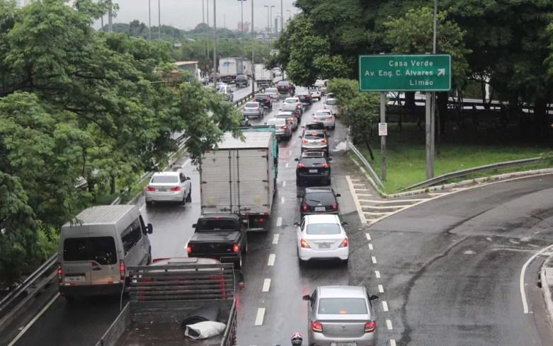 Trânsito na Marginal Tietê, na altura da Ponte do Limão, em São Paulo — Foto: Bruno Escolástico/Futura Press/Estadão Conteúdo