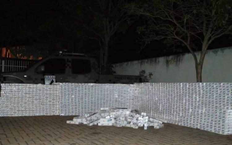 Maior parte dos produtos contrabandeados são provenientes do Paraguai — Foto: PM/ Divulgação