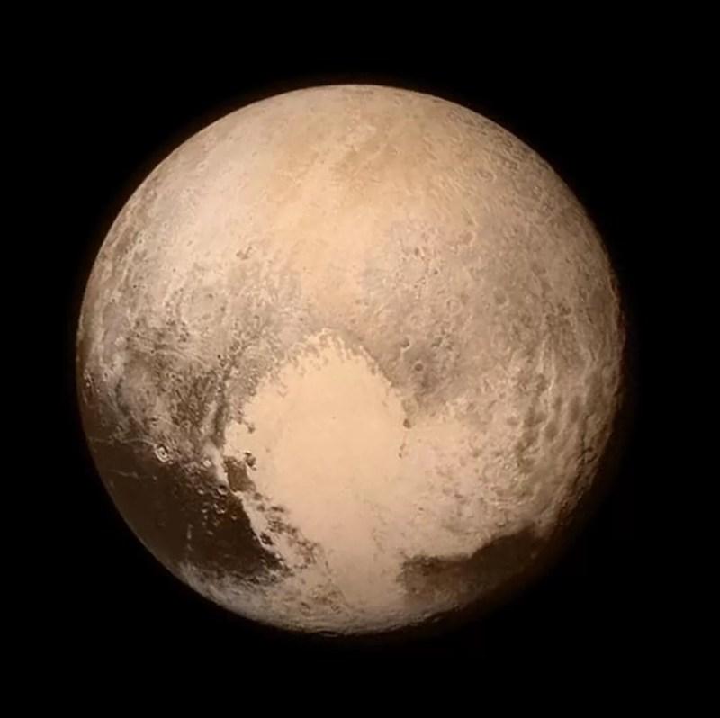A foto de Plutão mostra um <3 em sua superfície (FOTO: NASA)