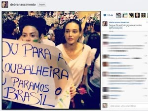 Thaila Ayala e Débora Nascimento durante manifestação no Rio (Foto: Reprodução/Instagram)