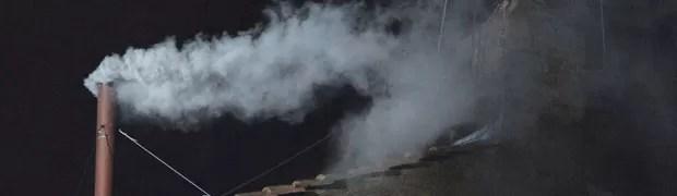 Fumaça branca: novo Papa é escolhido (Alberto Pizzoli/AFP)