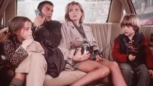 O filme mostra um dia caótico na vida profissional de uma arquiteta e de um jornalista - ambos divorciados -, que precisam cuidar de seus filhos numa ocasião que pode ser decisiva para suas respectivas carreiras.