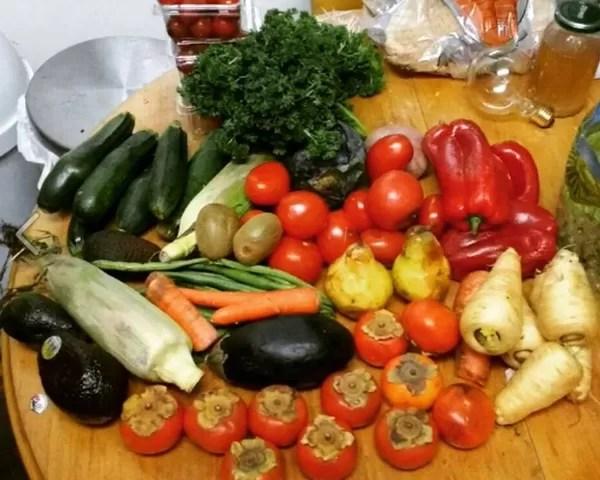 Alguns dos alimentos coletados pela estudante (Foto: Reprodução Facebook)