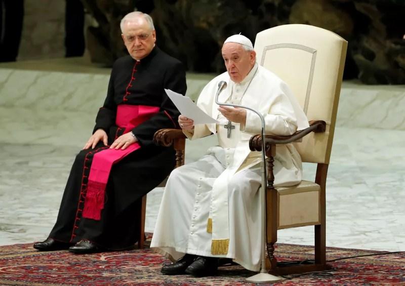 Papa Francisco em audiência semanal nesta quarta-feira (12) no Vaticano — Foto: Remo Casilli/Reuters