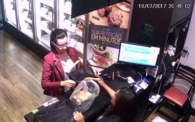 Câmera de segurança flagrou ação de suspeita em loja de alimentação, no DF (Foto: Polícia Civil/Divulgação)