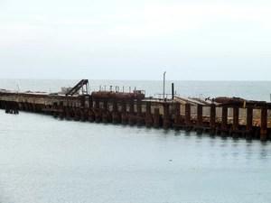 Única estrutura do porto pronta até agora é o molhe (Foto: Kleber Nogueira)