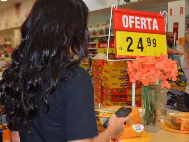 Atendente de WhatsApp em Campinas (Foto: Priscilla Geremias/G1)