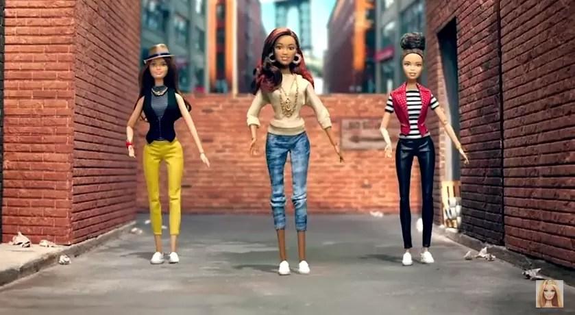 Nova Barbie vem sem salto e em 8 etnias diferentes  Vogue  News