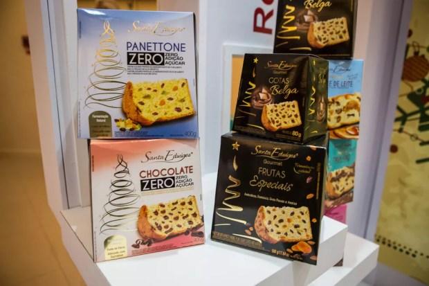 A Santa Edwiges lançou a linha gourmet, que traz panetones com gotas de chocolate belga, e traz a linha zero açúcar — Foto: Fabio Tito/G1