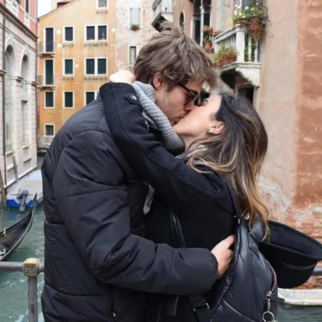 Atriz e seu noivo aproveitaram as últimas férias para viajar mundo afora (Foto: Arquivo Pessoal)
