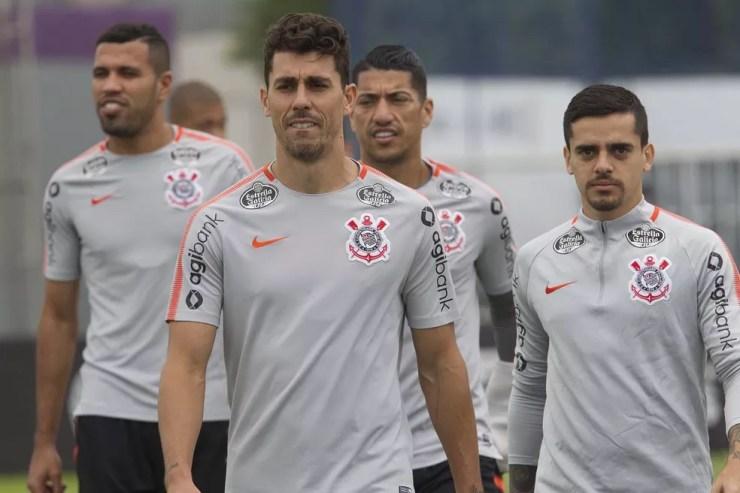 Danilo Avelar, Jonathas e Ralf com Fagner: Corinthians contratou 18 nomes em 2018 — Foto: Daniel Augusto Jr/Ag. Corinthians
