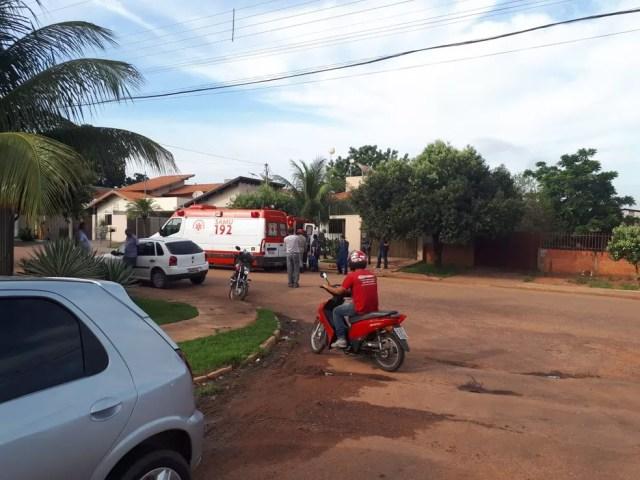 Idosos atacados por abelhas foram socorridos pelo Samu em Rondonópolis (Foto: Corpo de Bombeiros de MT/Assessoria)