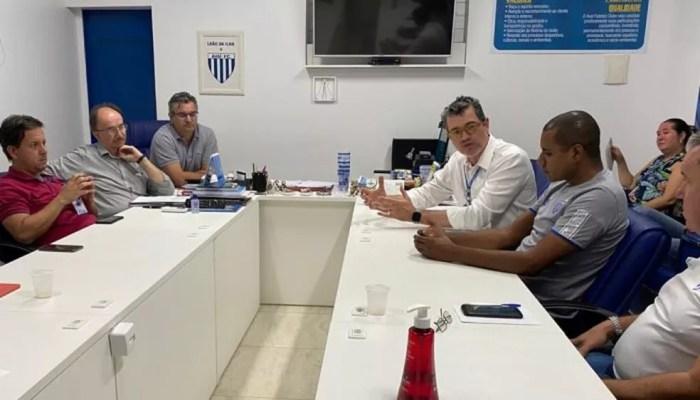 Avaí em reunião sobre coronavírus: médico Luis Fernando Funchal é um dos idealizadores do protocolo nacional da CBF — Foto: Divulgação/Avaí FC