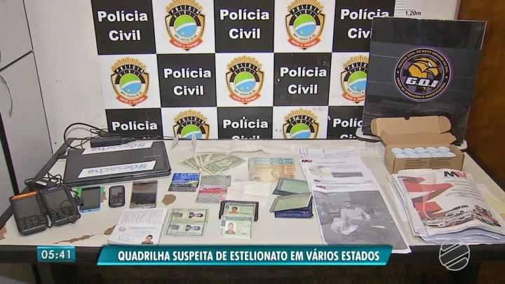 Objetos apreendidos com quadrilha suspeita de golpe em vários estados — Foto: Reprodução/TV Morena