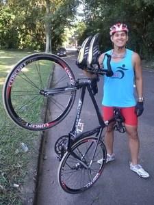 Felipe Pedroso Sgrignero, de 29 anos, perdeu 33 kg quando começou a praticar triathlon (Foto: Leon Botão/G1)