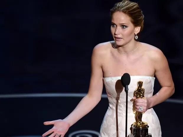 Jennifer Lawrence vence o Oscar de Melhor Atriz por 'O lado bom da vida' (Foto: AFP PHOTO/Robyn Beck)