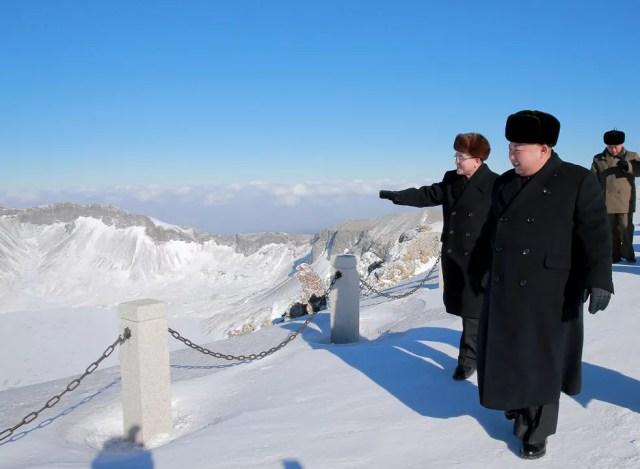 Kim Jong-un em sua visita ao Monte Paektu (Foto: AFP/KCNA)