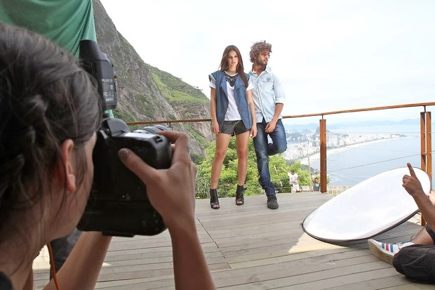 Bruna Marquezine e Marlon Teixeira (Foto: Murillo Tinoco / Divulgação)