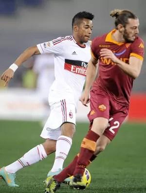 Robinho e Federico Balzaretti Milan x Roma (Foto: EFE)