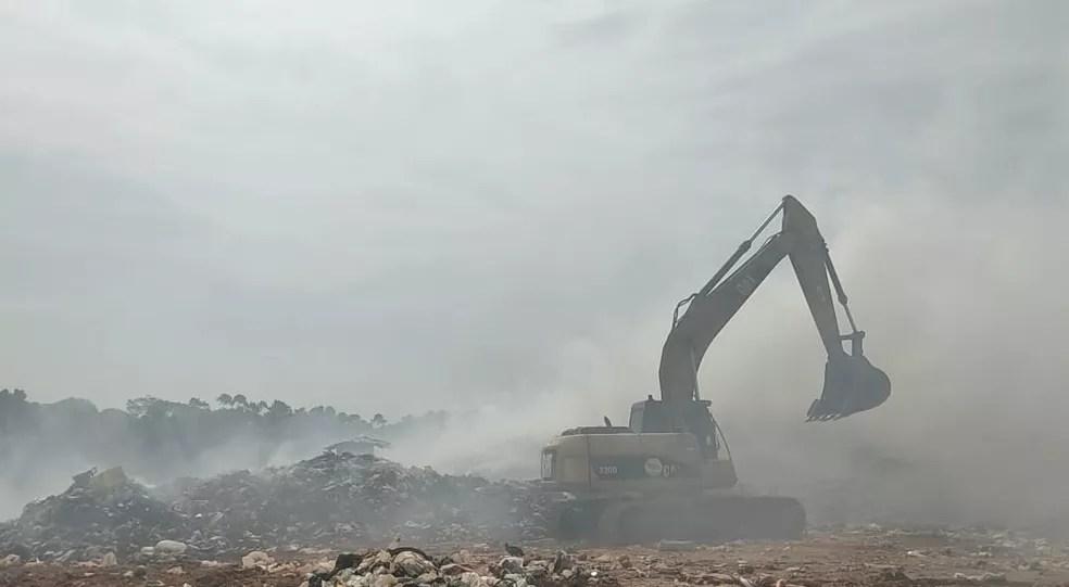 Fogo começou nessa terça-feira (24) — Foto: Gledisson Albano/Rede Amazônica Acre