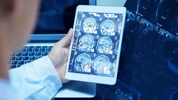 Médicos e instituições de saúde vão precisar se preocupar cada vez mais com segurança virtual (Foto: Getty Images via BBC News Brasil)