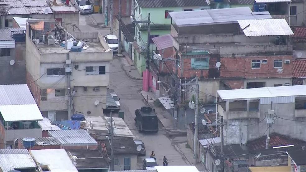 Polícia Militar faz operação na Cidade de Deus na manhã desta quarta-feira (26) — Foto: Reprodução / TV Globo