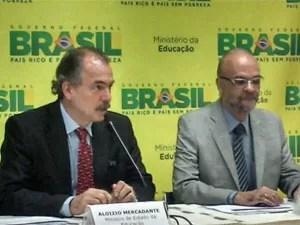 O ministro Aloizio Mercadante e o presidente do Inep, Luiz Claudio Costa, divulgam as regras do Enem 2013 (Foto: Vitor Matos/G1)