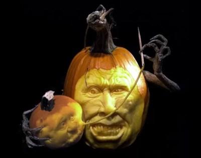 Villafane é capaz de criar esculturas divertidas e assustadoras, além de expressivas e complexas - como esta dupla de abóboras, uma costurando a boca da outra.  (Foto: Caters)