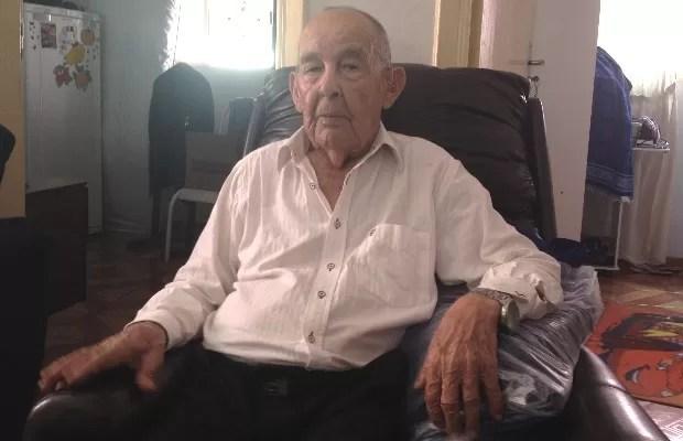 Inspetor Galeno aposentado faz 101 anos e visita delegacia todos os dias, em Goiás (Foto: Sílvio Túlio/G1)