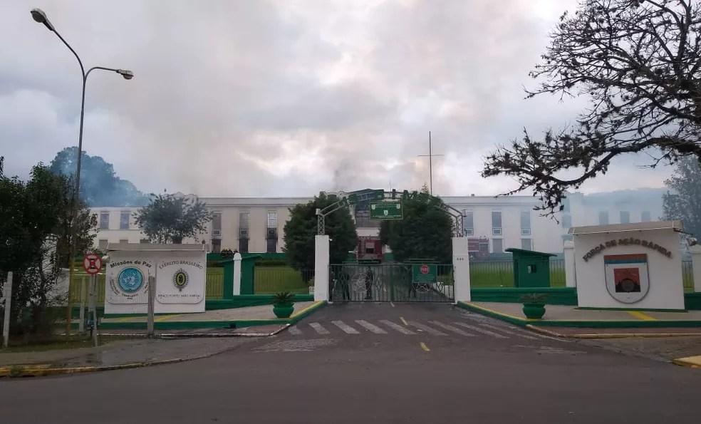 Corpo de Bombeiros controla incêndio em São Leopoldo (Foto: Guacira Merlin/RBS TV)