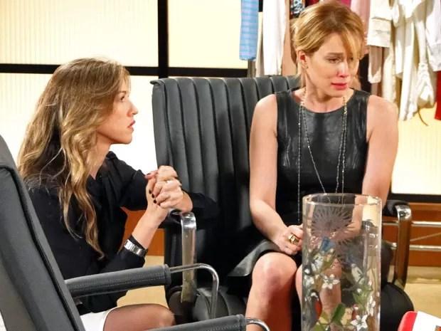 Juliana cai em lágrimas ao falar de Fábio para Vânia (Foto: Guerra dos Sexos / TV Globo)