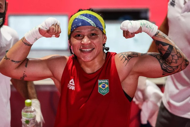 Bia Ferreira garante vaga na semifinal do boxe nas Olimpíadas de Tóquio — Foto: Wander Roberto/COB