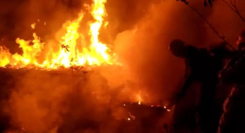 Incêndio ocorreu na noite dessa segunda-feira (20) na Transacreana — Foto: Arquivo/Bombeiros