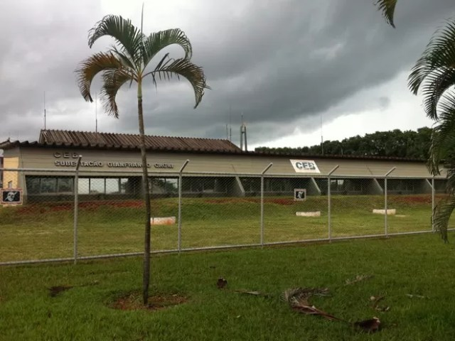 Segundo a CEB, a queda de energia ocorreu por causa de problema em circuito na subestação 3, que fica na 902 Norte (Foto: Luciana Amaral/G1)