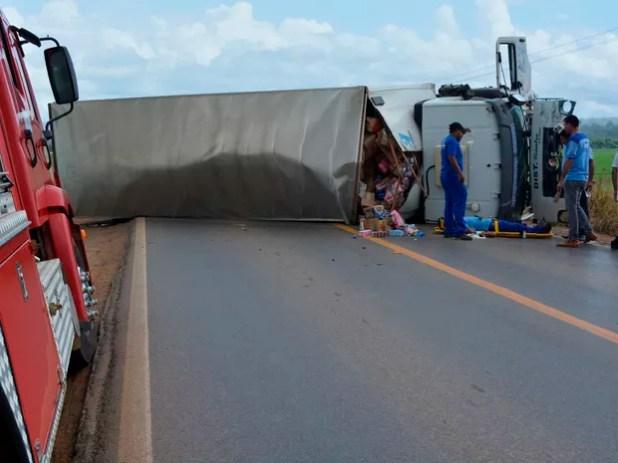 O caminhão baú trafegava no sentido à Ariquemes (Foto: Jeferson Carlos/G1)