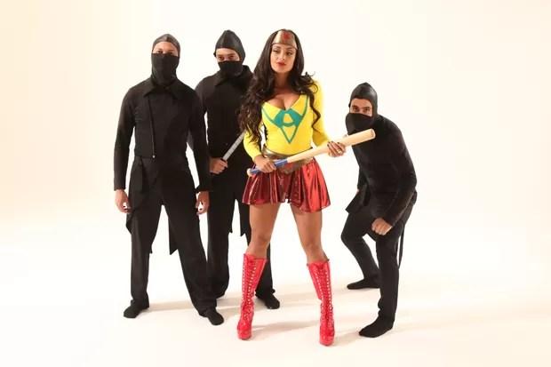 Aline Riscado encarna super heroína em ensaio (Foto: Thais Aline / Ag Fio Condutor)