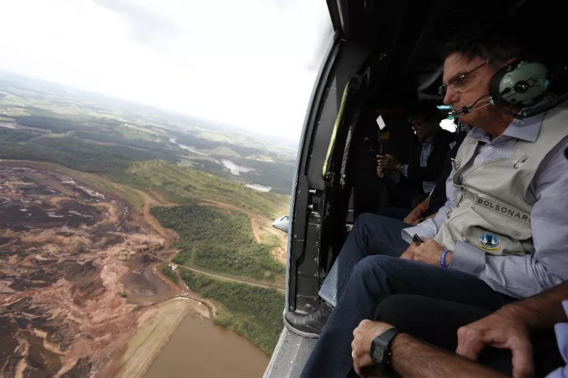 Presidente Jair Bolsonaro sobrevoa área atingida por rompimento da barragem em Brumadinho, MG — Foto: Divulgação/Presidência da República