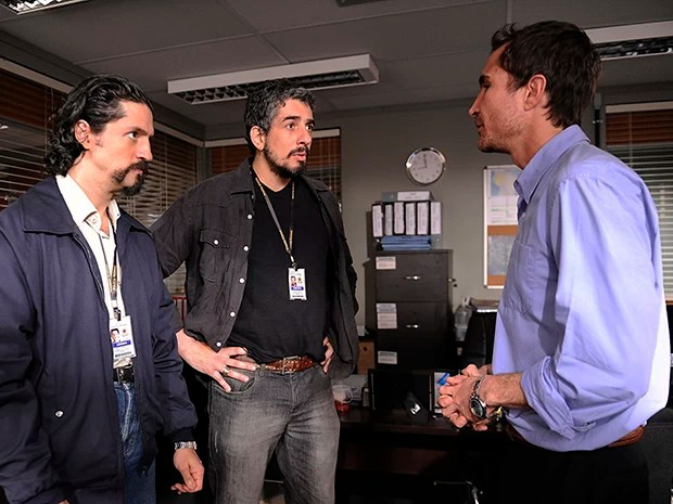 Macedo dá ordens aos agentes Libânio e Taborda. O caso ganha mais pistas (Foto: TV Globo / Estevam Avellar)