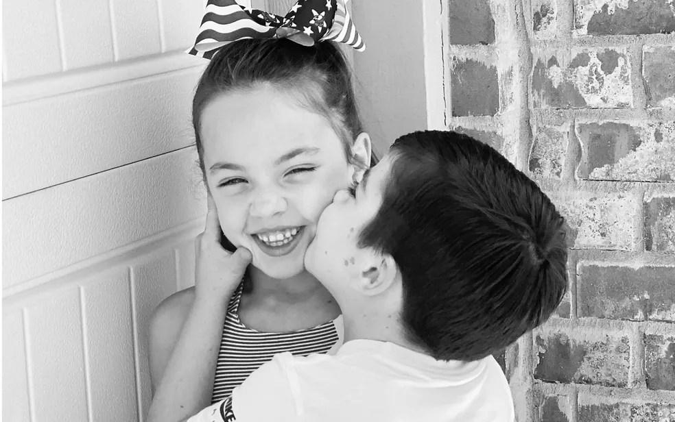 Beckett Burge e sua irmã Aubrey, em foto de setembro de 2021 — Foto: Reprodução/Facebook/Kaitlin Burge